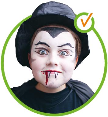 Kind als Vampir geschminkt